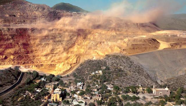 Open air Mining in San Pedro, San Luis Potosí Mexico. Photo: Antonio Turok